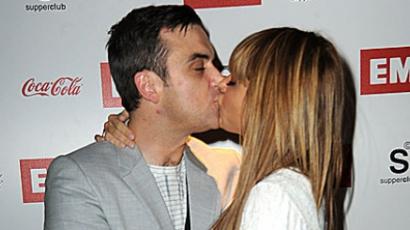 Robbie Williams visszatér Angliába