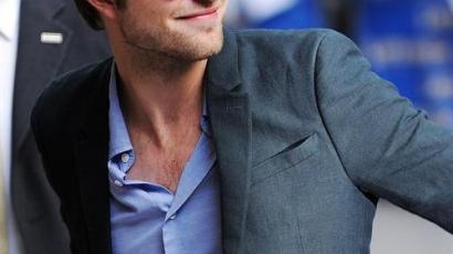 Pattinson rosszul van, ha vetkőzni kell