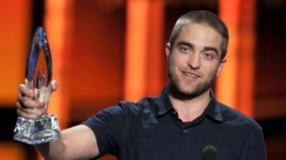 Robert Pattinson kopaszon hódít