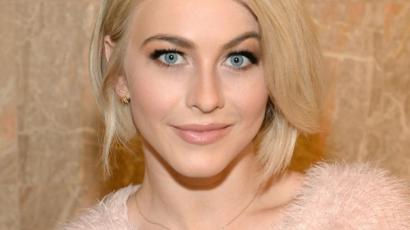 Rózsaszín lett Julianne Hough haja