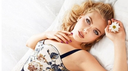 Scarlett természetes sminkben hódít