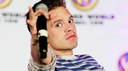 Sebastian Stan kiparodizálta Chris Evanst