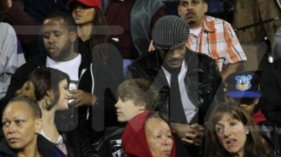 Selena és Justin együtt jár focimeccset nézni