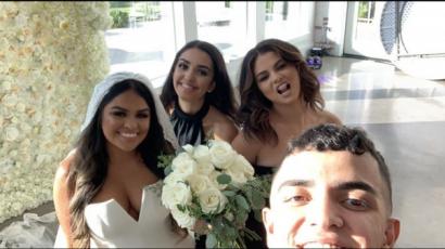 Selena Gomez fantasztikusan nézett ki unokatesója esküvőjén