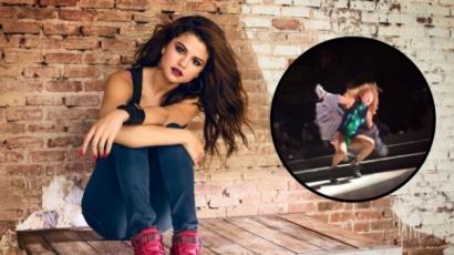 Selena Gomez megbotlott és térdre esett fellépésén – videó