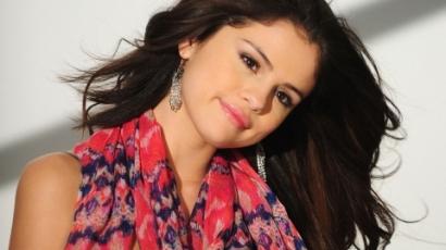 Selena Gomez meghosszabbíttatta haját