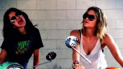 Selena Gomez nem bulizik együtt kollégáival