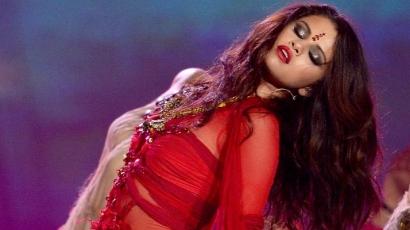 Selena Gomez odavan Brad Pittért
