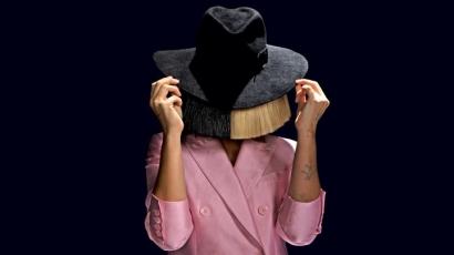 Sia megszerezte első listavezető pozícióját az Egyesült Államokban
