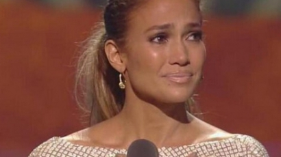 Sírva fakadt beszéde alatt Jennifer Lopez