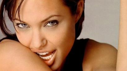 Sokkoló képek jelentek meg Angelináról
