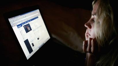 Sokkoló találmány Facebook-függőknek