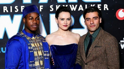 Star Wars: Skywalker kora premier - Daisy Ridley gyönyörű sötétkék ruhában gálázott