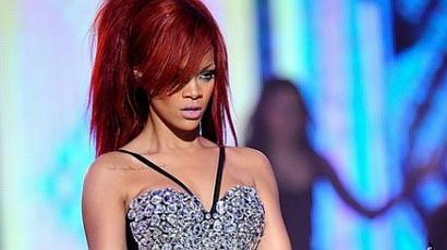 Swarovski-kristályokból álló portrét vásárolt Rihanna