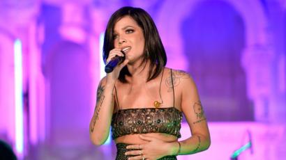 """""""Személyes vészhelyzet"""" miatt félbeszakította és lemondta koncertjét Halsey"""