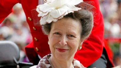 Szenvedés leutánozni a forgatáson Anna hercegnő haját, aki csak nevet az egészen