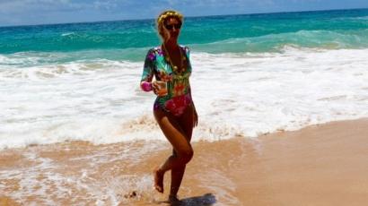 Szenzáció! Magyar tervező kreációjában vakációzik Beyoncé