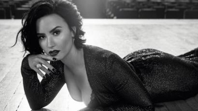 Szőke hajkoronára váltott Demi Lovato