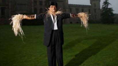 Sztár-madárijesztőkkel és -szobrokkal gyűjtenek pénzt