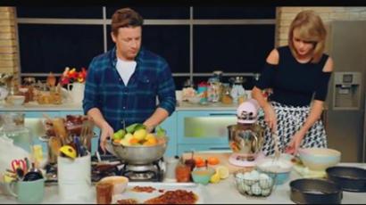 Taylor Swift és Jamie Oliver a konyhában hülyül