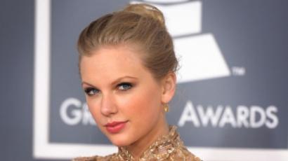 Taylor Swift megműttette a melleit?