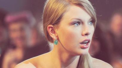 Taylor Swift leszbikus csókot váltott?
