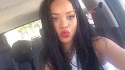 Tedd vagy ne? Dekoltázst villantott Rihanna – fotó!