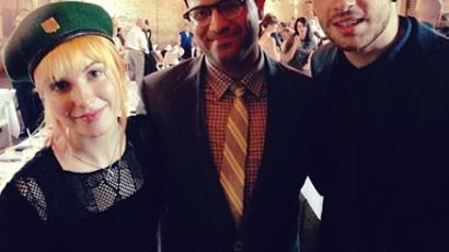 Temetéshez öltözve vett részt barátja esküvőjén Hayley Williams