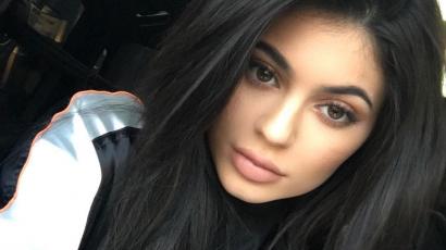 Tényleg várandós! Megmutatta növekvő pocakját Kylie Jenner
