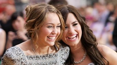 """""""Tetkó-testvér"""" lett Demi Lovato és Miley Cyrus"""