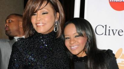 Tetkóval emlékezik Whitney Houstonra a lánya