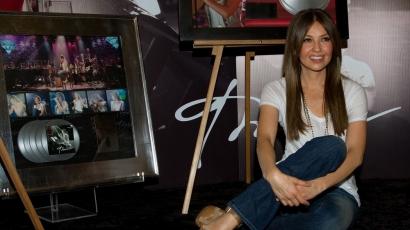 Thalía jó úton halad a gyémántlemez felé