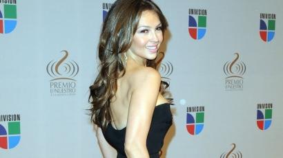 Jógára biztatja rajongóit Thalía