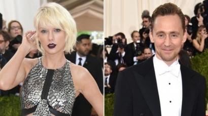 Tom Hiddleston a legromantikusabb pasi: nézd csak meg a pólóját!