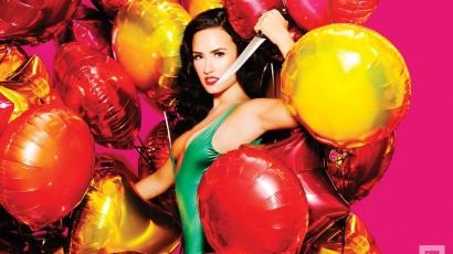 Topless pózol a Complex magazin címlapján Demi Lovato