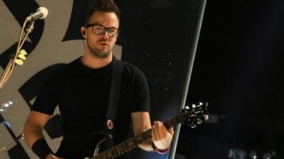 Tragédia! Karácsony napján veszítette el újszülött fiát a Breaking Benjamin gitárosa
