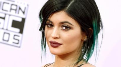 Türkizkék hajjal hódít Kylie Jenner