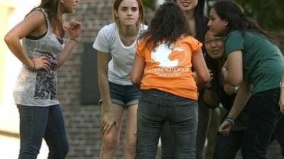 Emma Watson pizsamában menekült