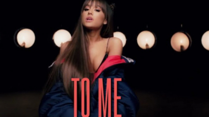 Új dalszöveges klipet forgatott Ariana Grande
