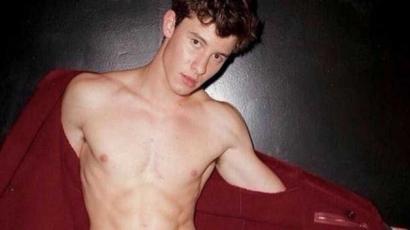 Új félmeztelen képek jelentek meg Shawn Mendesről