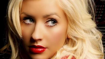 Christina Aguilera lemezborítót koppint