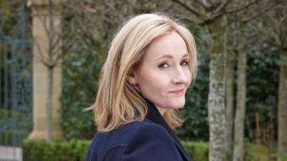 Új története által ismét a varázsvilágba kalauzol J. K. Rowling