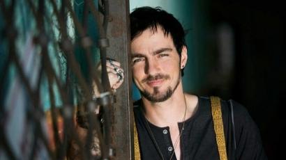 Új zenekar élén tér vissza Adam Gontier
