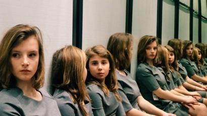 Újabb internetes talány: Te kitalálod, hány lány van a képen?