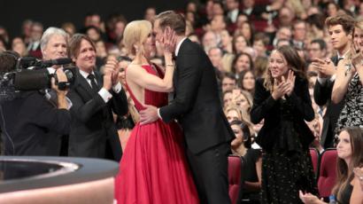 Valaki szóljon Nicole Kidmannek, hogy ő ott nem a férje! Keith Urban helyett kollégáját csókolta szájon a színésznő