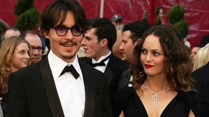 Vanessa Paradis összeköti életét Depp-pel