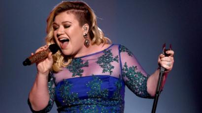 Végre! Bejelentette visszatérésének időpontját Kelly Clarkson