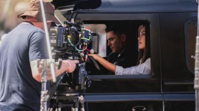 Videó: Jessica Alba és Zac Efron együtt forgatott - közös TikTok lett a vége