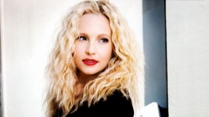 Videoklipben szerepel Candice Accola