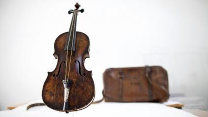Világrekord! Elkelt a Titanicot megjárt hegedű